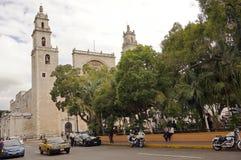 Merida, Yucatan Messico, il 22 gennaio 2015: Cattedrale centrale dal quadrato principale in Merida Mexico Immagini Stock