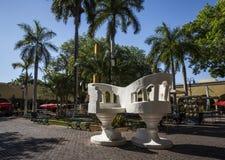 MERIDA-YUCATAN-MEXICO-APRIL-2019 : Banques géantes sûres installées dans Santa Lucia Park images stock
