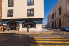 MERIDA-YUCATAN-MEXICO-APRIL-2019 : Vue du restaurant et du vieux bâtiment situés sur la soixantième rue photo libre de droits