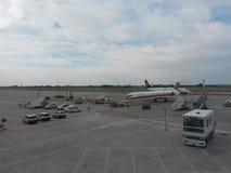 Meridiana和瑞安航空公司航空器 库存照片