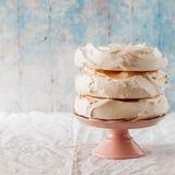 Meringe-Schichten für Pavlova-Kuchen lizenzfreies stockbild