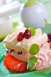 meringue вишни Стоковая Фотография