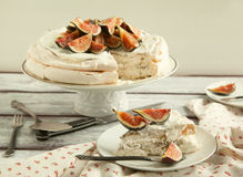 Meringue cake with fresh figs. Stock Images