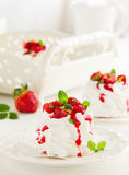 Meringue 'Pavlova' with strawberries Stock Photos