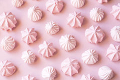 Meringues roses Photo libre de droits