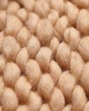 Merinoswol met de hand gemaakt gebreid groot algemeen, super ruig garen, in concept Close-up van gebreide algemene, merinoswolach royalty-vrije stock fotografie