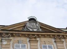 Merk bovenop de Historische Bouw van Bratislava in Slowakije stock fotografie