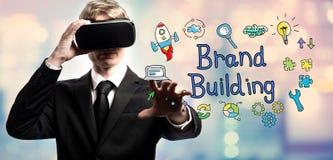 Merk de Bouwtekst met zakenman die een virtuele werkelijkheid gebruiken Royalty-vrije Stock Fotografie