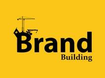 Merk de brandmerkende illustratie van de de bouwontwikkeling met de kraanbulldozer van de sillhouettetekst en bouw stock illustratie