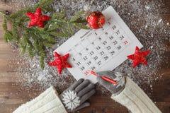 Merk de Datumkalender voor Kerstmis, 25 December, met feestelijk Stock Fotografie