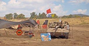Merkava-Behälter und israelische Soldaten in ausbildenden gepanzerten Kräften Lizenzfreies Stockfoto