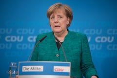 Merkel ad una conferenza stampa prima di grande decisione circa la grande coalizione fotografia stock libera da diritti