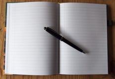 Merken Sie Block mit Stift Lizenzfreie Stockfotos