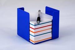 Merken Sie Block und Stift Stockbilder