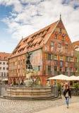 Merkur springbrunn och Weberhaus i Augsburg Royaltyfria Bilder