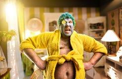 Merkwürdiger Mann mit Gesichtsmaske Lizenzfreies Stockfoto