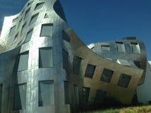 Merkwürdiges, verworfenes Gebäude Stockfotografie