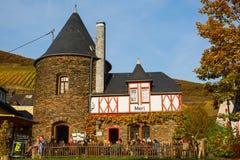Merl,德国的葡萄种植兼葡萄酿酒业自治市的餐馆 库存照片
