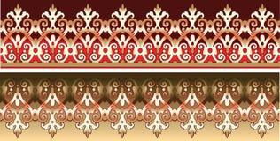 Merletto senza giunte dell'oro decorato su colore rosso Fotografia Stock