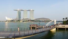 Merlion公园看法有小游艇船坞海湾的在新加坡 图库摄影