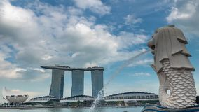 Merlion喷泉是一个最著名的旅游胜地在新加坡 免版税库存图片