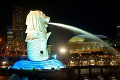 Merlion在新加坡在晚上 库存图片