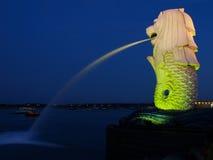 Merlion en la bahía del puerto deportivo, Singapur Imagenes de archivo