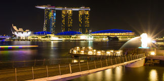 The Merlion fountain in front of the Marina Bay Sands hotel Royalty Free Stock Photos
