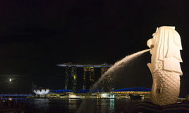 The Merlion fountain and Singapore skyline Stock Images