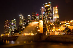 Merlion in front of the Singapore skyline. Stock Photography