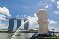 Merlion with Marina Bay Sands Royalty Free Stock Photos