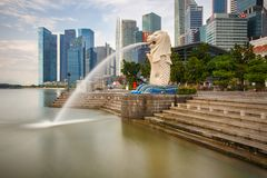 The Merlion statue fountain and the Singapore skyline stock photos