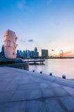 Merlion staty och marinafjärd i Singapore Royaltyfri Bild