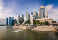 Merlion und Gebäude, Singapur 17/10/2016 Stockfotografie