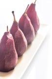 Merlot-tjuvjagade päron på plattan arkivbilder