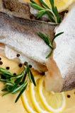 Merluches de poisson cru Photographie stock libre de droits