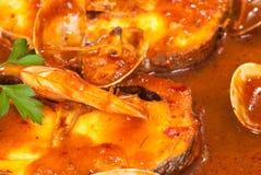 Merluza en salsa de la sidra imagenes de archivo