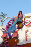 Mermaiden i disneyland ståtar Royaltyfri Fotografi