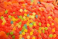 Mermelada multicolora deliciosa de la fruta caramelos brillantes malsanos en bulto diverso cierre de la foto de la jalea dulces s foto de archivo