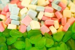 Mermelada multicolora deliciosa de la fruta caramelos brillantes malsanos en bulto diverso cierre de la foto de la jalea dulces s imágenes de archivo libres de regalías
