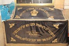 MERON, ИЗРАИЛЬ - 29-ое декабря 2015: Правоверные евреи pary в усыпальнице равина Shimon запирают Yochai, в Meron, Израиль Еврейск Стоковая Фотография RF
