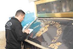 MERON, ISRAËL - December 29, 2015: Orthodoxe Joden pary in het graf van Rabijn Shimon Bar Yochai, in Meron, Israël Joodse verpakt Stock Afbeelding