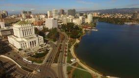 Merritt del centro San Francisco del lago dell'orizzonte della città di Oakland California video d archivio