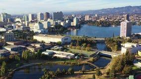 Merritt do centro San Francisco do lago da skyline da cidade de Oakland Califórnia filme