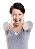 Merry girl gives thumb up Royalty Free Stock Photos