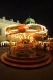 Merry-go-Round em um mercado do Natal foto de stock royalty free