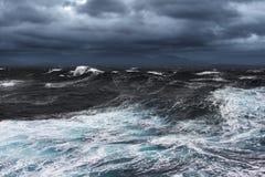 Mers déchaînées image libre de droits