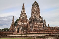 Meru e Prang de Wat Chaiwatthanaram foto de stock royalty free