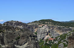 Merveille de Meteora de montagne du monde dans des monastères de la Grèce sur les roches Photographie stock