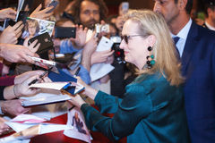 Meryl Strepp grüßt Fans Lizenzfreies Stockfoto